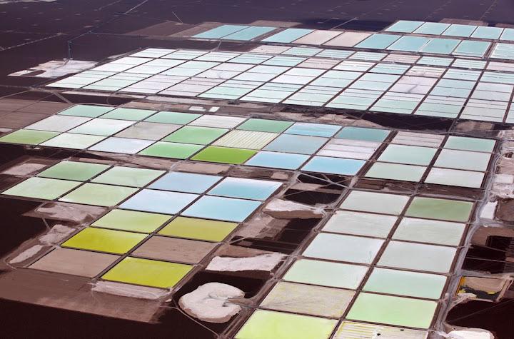 A beleza das piscinas de lítio no Deserto de Atacama