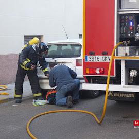Incendio en cochera de calle Granada de Montijo