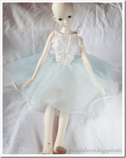 Bjd in blue tulle circle skirt