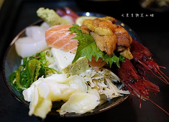 10 小六食堂海膽三色丼
