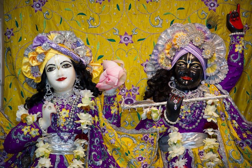 ISKCON New Govardhana Deity Darshan 22 Dec 2016 (10)