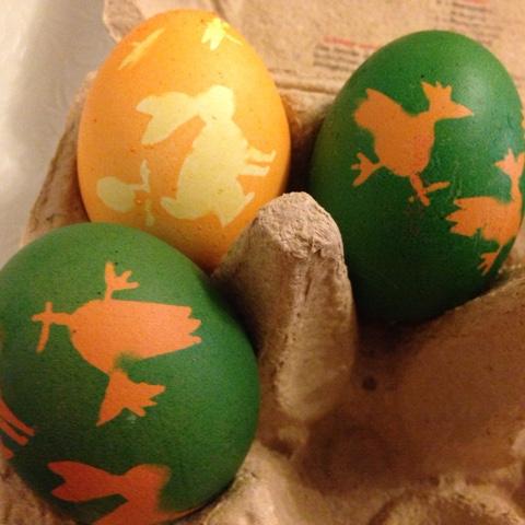 Gefärbte Ostereier mit Motive