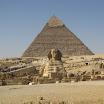 2010-12-16 11-26 Giza - Sphinks i piramida Chefren.JPG