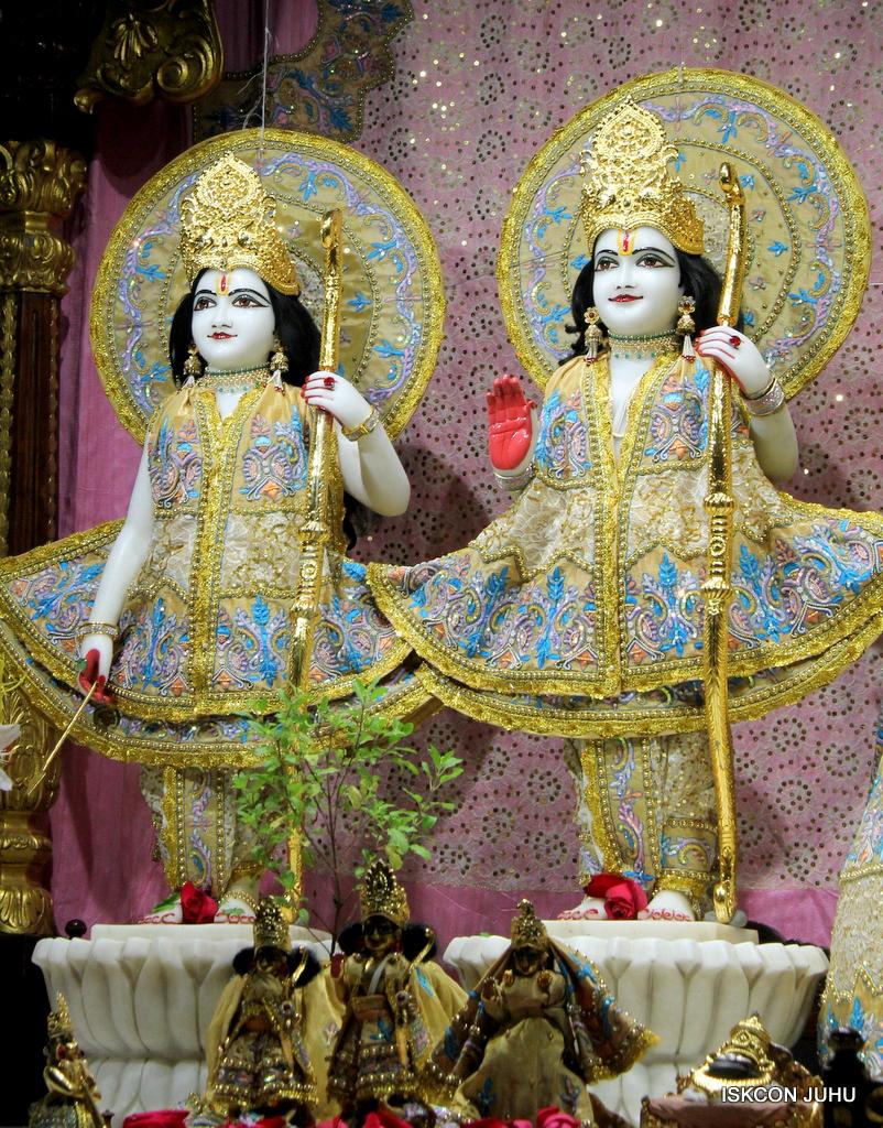 ISKCON Juhu Mangal Deity Darshan on 24th Oct 2016 (12)