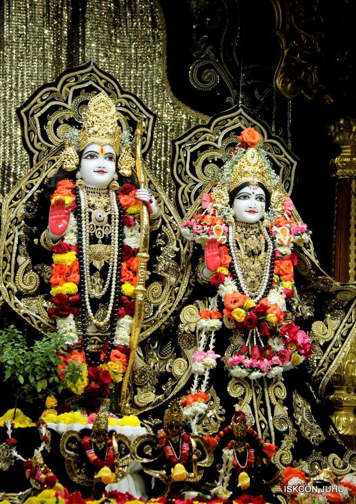 ISKCON Juhu Sringar Deity Darshan 7 Jan 2017  (34)