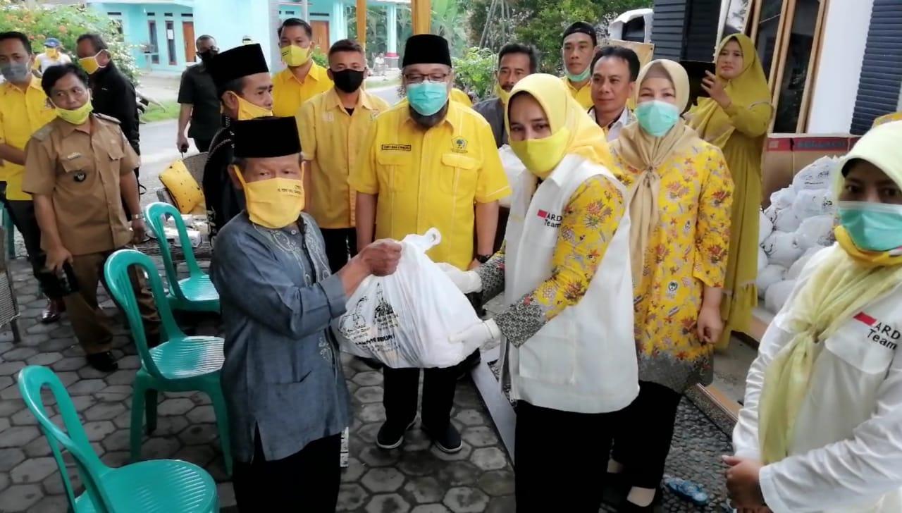Ketua II PG Lampung Riana Sari Arinal Beri Bantuan Sembako Kepada Masyarakat Lampung Selatan