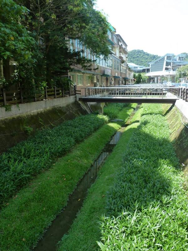 Taipei. Promenade de santé au départ de la station de métro DAHU       06/13 - P1330176.JPG