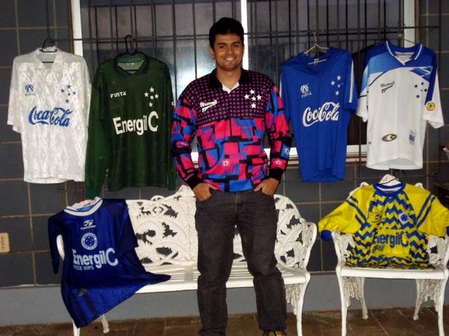Coluna Torcedores Ilustres - O Colecionador Rafael Martins e suacoleção de  camisas do Cruzeiro 314b0586db8db