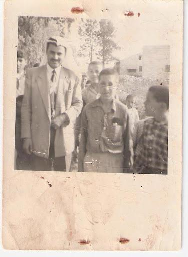 رحلة مدرسة فقوعة الى مدينة القدس عام 1967 75265_360021457379067_130253897022492_880637_1984698861_n