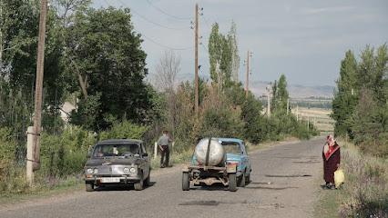 Lada zieht Wassertank in Lenin