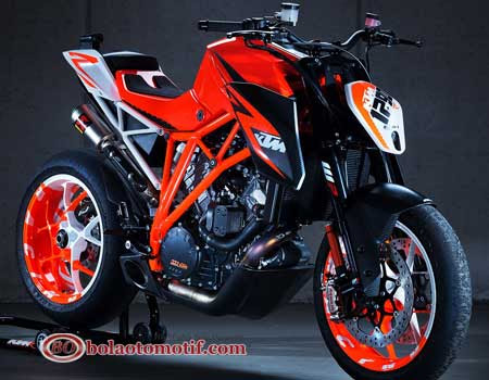 KTM Super Duke R 1290 2013
