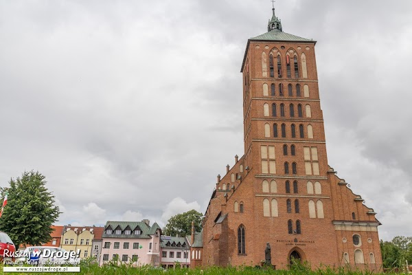 Odbudowany kościół z ruin w Braniewie