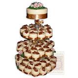 20. kép: Esküvői torták - Esküvői sok kis tortás négy szintes torta