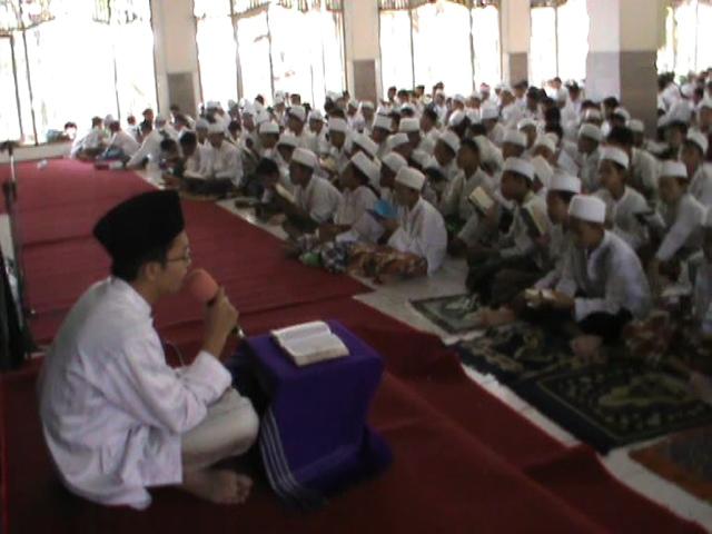 Ratusan Santri Serentak Khataman Al Qur'an