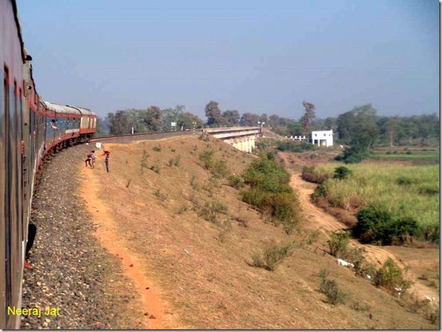 Balaghat train crossing Bagh River and entering MP