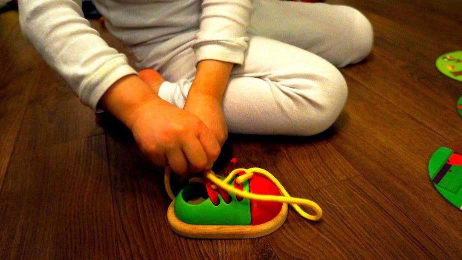 Nauka wiązania sznurówek