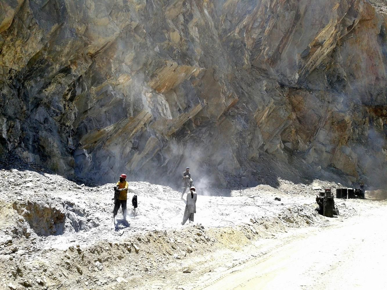 Work on KKH on the way to Pissan, Nagar