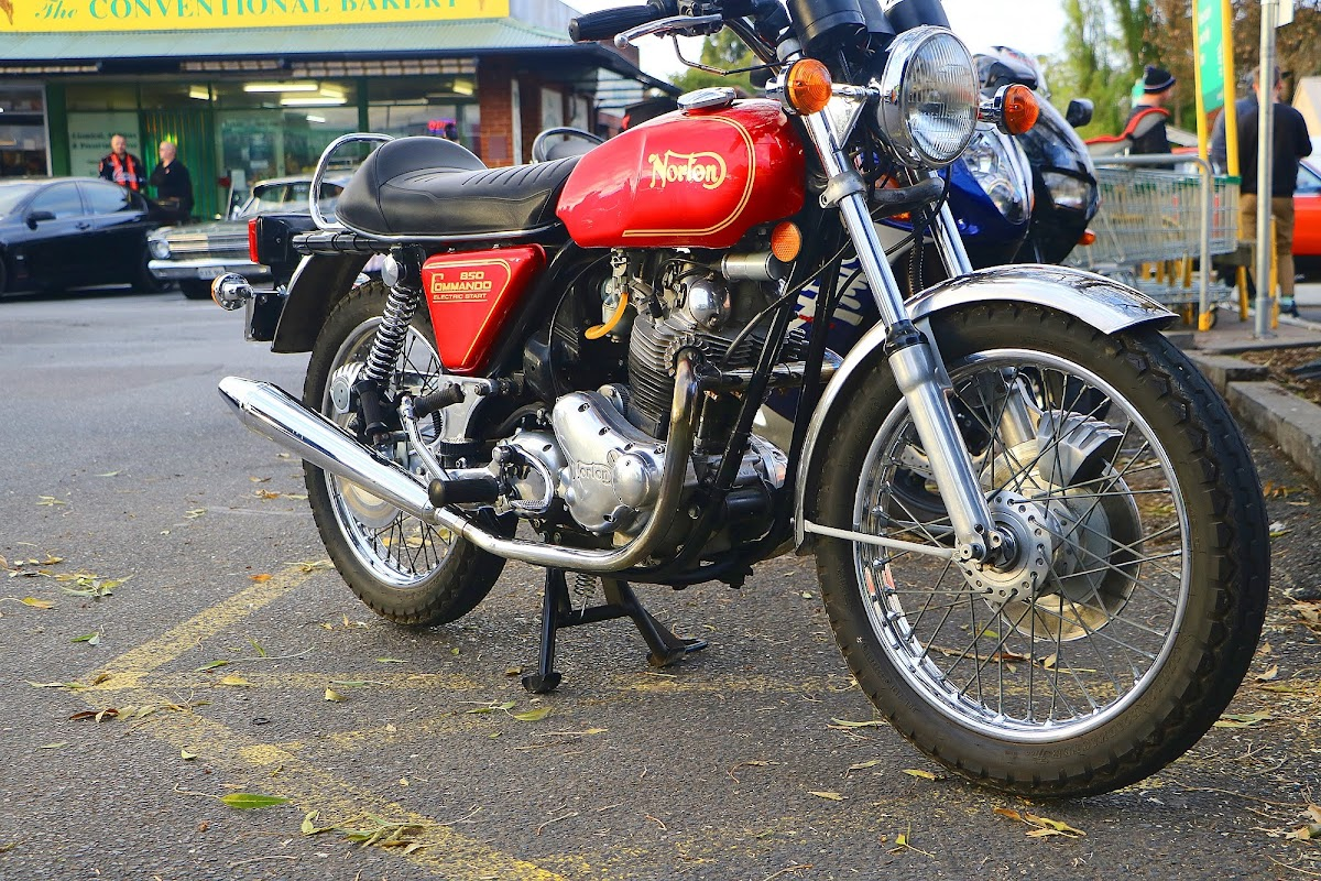 Norton 850 Commando Front.jpg