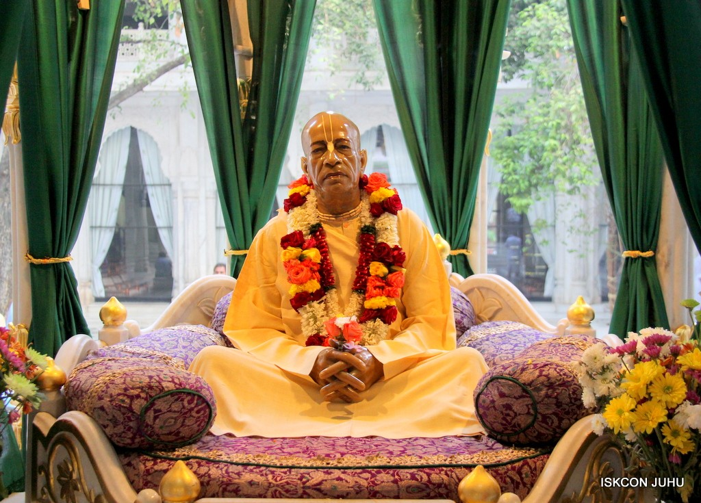 ISKCON Juhu Sringar Deity Darshan on 31st Dec 2016 (45)