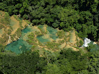 Blick auf die Wasserbecken von Semuc Champey