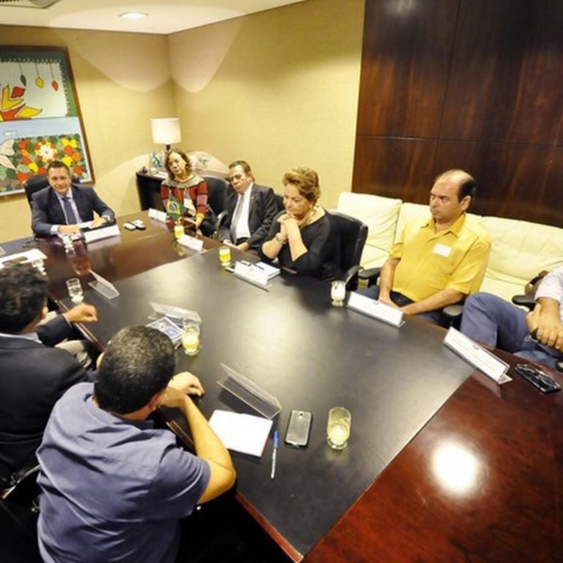 Deputados recebem integrantes da frente em defesa da Uern
