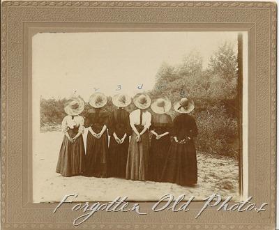 Six gils hats Number 983