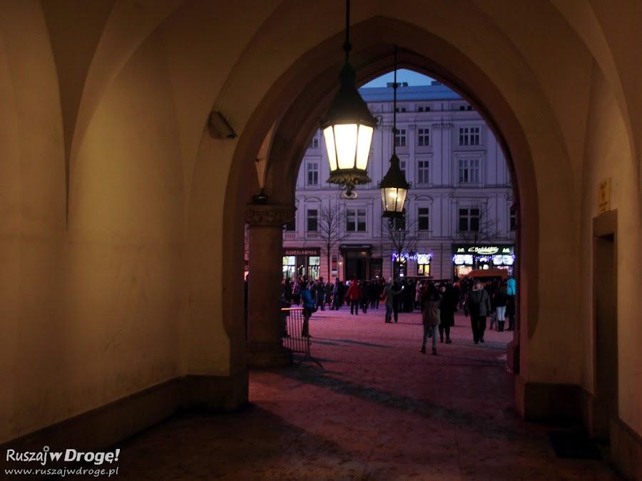 Krakowski rynek nocą - Sukiennice