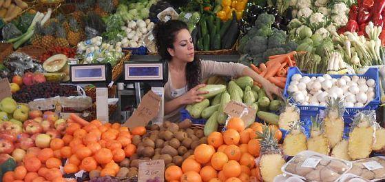 Früchte-Verkäuferin im Mercado Municipal Nuestra Señora de África, Santa Cruz de Tenerife
