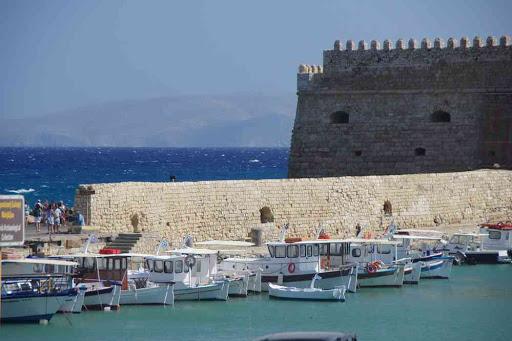 Héraklion (Ηράκλειο), citadelle sur le port.