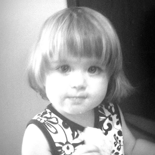 Julia Graham Photo 21