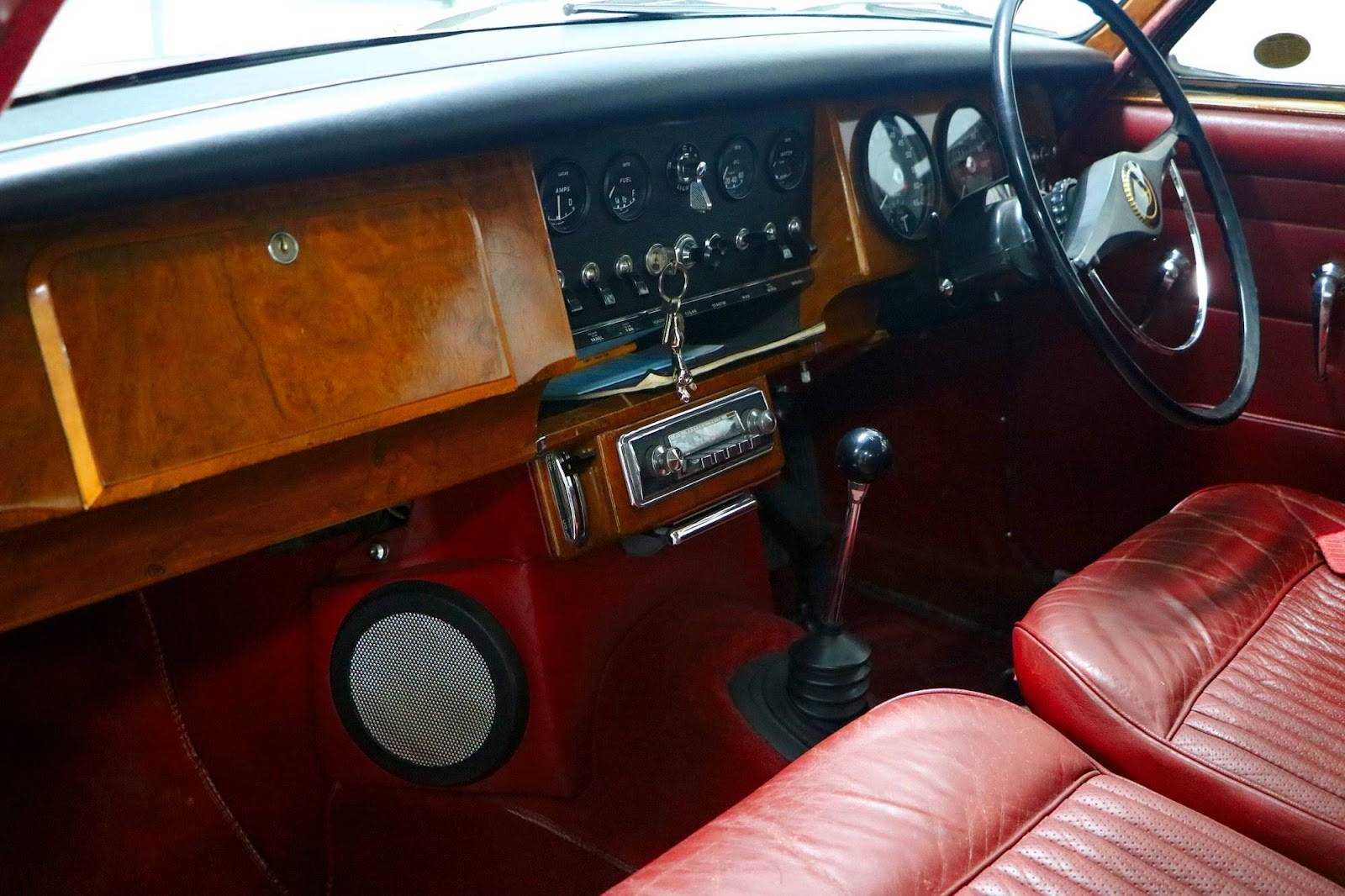Carl_Lindner_Collection - Jaguar XK150 Coupe Interior.jpg