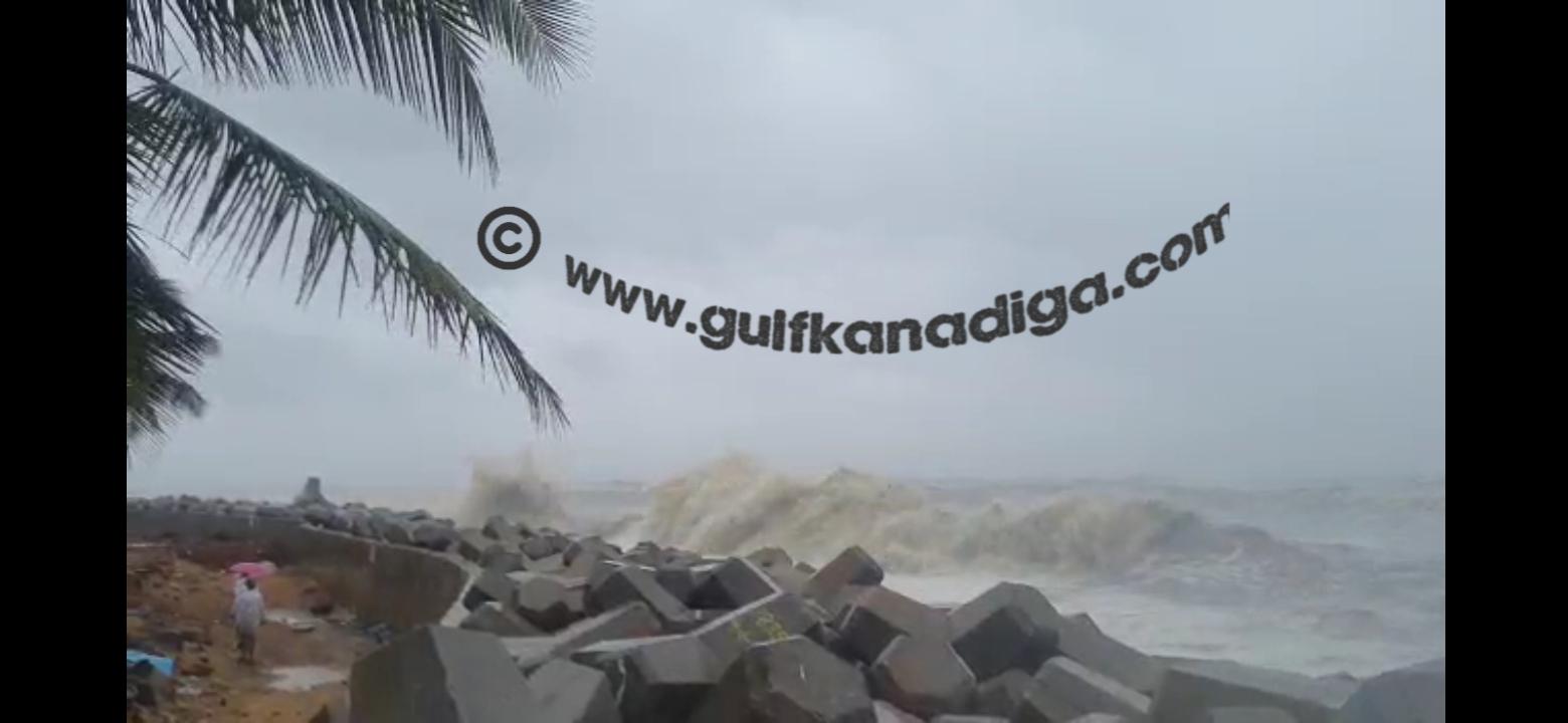 ತೌಕ್ತೆ ಚಂಡಮಾರುತ: ಮಂಗಳೂರ ಕಡಲಿನ ರೌದ್ರಾವತಾರ ಇಲ್ಲಿ ನೋಡಿ  ( video)