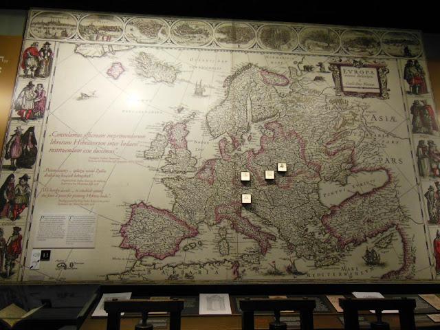 Interior del Museo de Historia de los Judíos Polacos