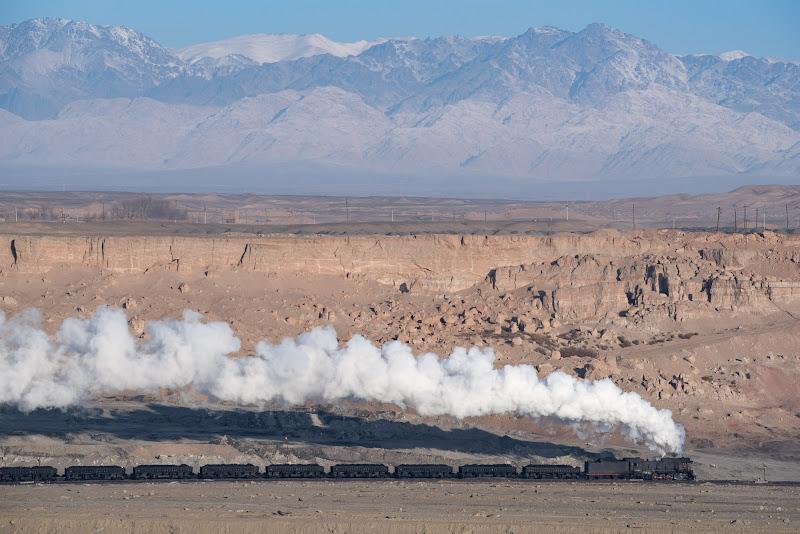 180102 天山山脈と蒸機機関車