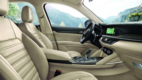 Alfa_Romeo-Stelvio-interior.2