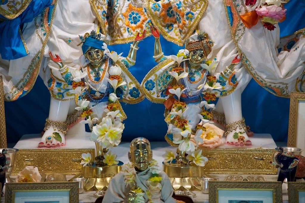 ISKCON New Govardhan Deity Darshan 08 Dec 2016 (11)