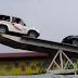 Video: Aksi Menegangkan Dua Mobil Ini Berhasil Mencuri Perhatian Warga Dunia Maya