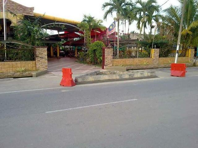 Depan rumah bekas YB di Parit Ali, Batu Pahat dibina sebuah curb tanpa kebenaran