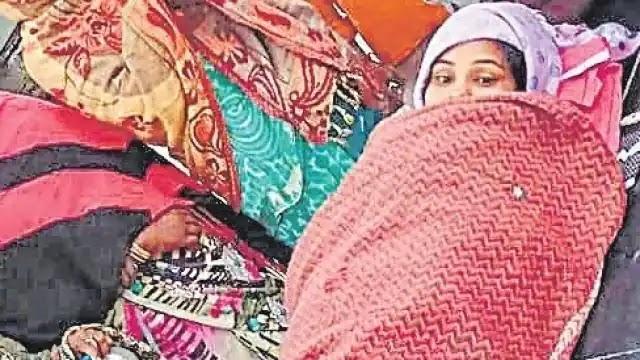 दिल्ली से बिहार आ रही महिला का ट्रेन से उतरते ही प्रसव, स्टेशन पर गूंजी किलकारी, महिलाओं ने गाया सोहर