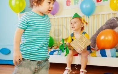 Pasa el regalo  hyegos para bebes primerizos