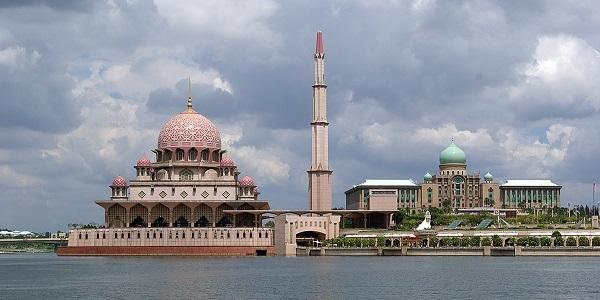 masjid putrajaya.jpg