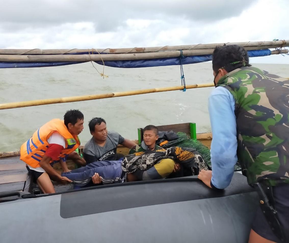 TNI AL Evakuasi Nelayan Tenggelam Di Perairan Tanjung Pasir