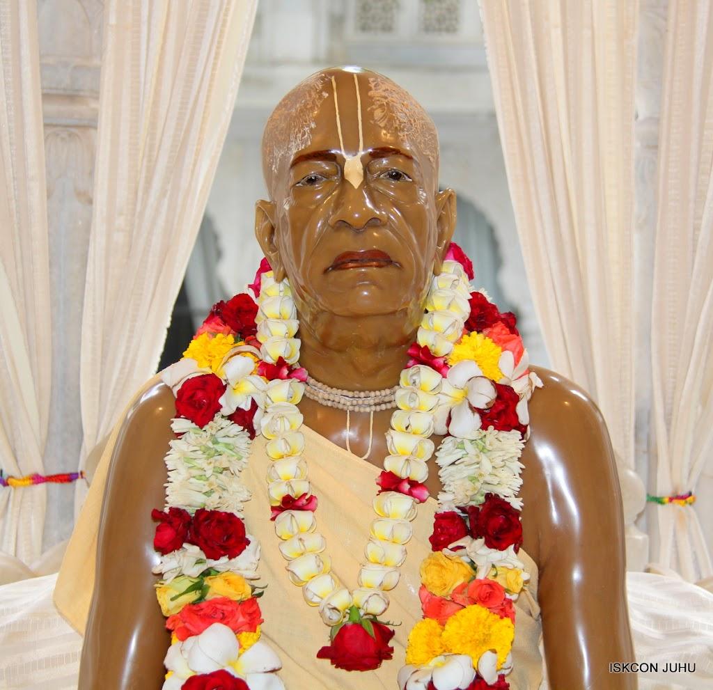ISKCON Juhu Sringar Deity Darshan 09 Apr 16 (35)