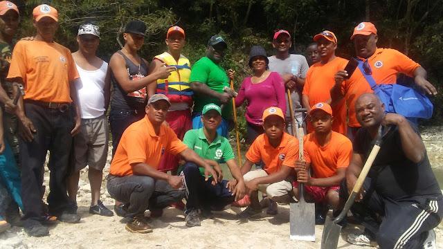 Polo: Alcaldesa Danilsa Cuevas encabeza limpieza en barneario de Mata de Maiz; Demanda mayor cuidado de la Poblacion