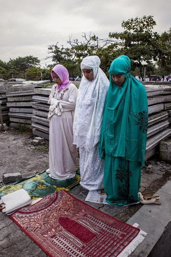 Indonesia Muslims pray after Eid El-Fitr pray at Sunda Kelapa Port, in Jakarta, Indonesia.