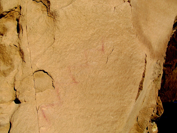 Faint zig-zag pictograph