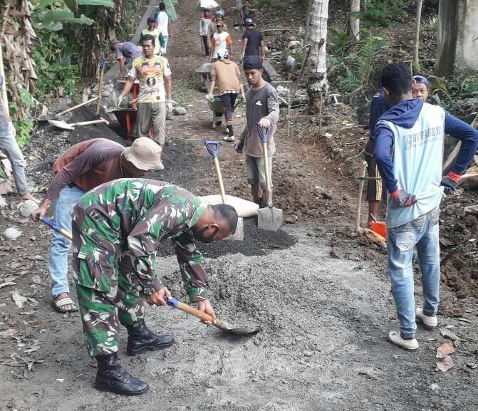 Babinsa 05 Marioriwawo Laksanakan Karya Bakti, Kades Marioritenga Ungkap Ini