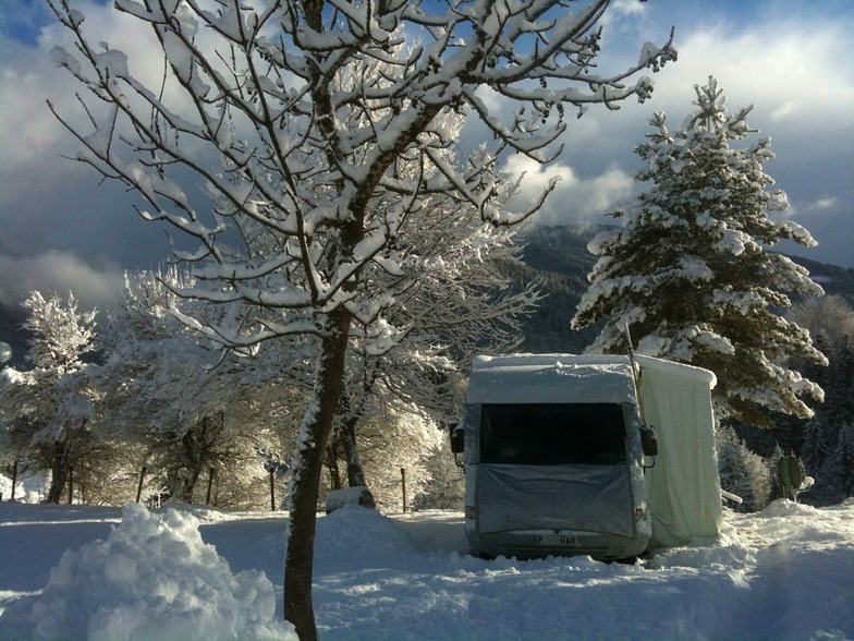 [Snow+Covered+Motorhome%5B3%5D]