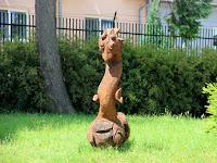 12 A vidám szobrok egyike, a sárkány.JPG