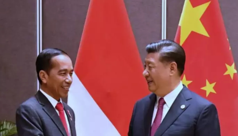 Penindasan Muslim Uighurs, Bahaya Jika Jokowi Tak Patuhi UUD 45